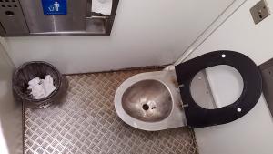 Пол в модульном туалете у метро Рижская