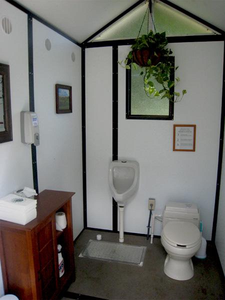 Туалет в гольф-клубе Англебрука, Линкольндейл, Нью-Йорк, США